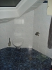 Weiß marmorierte Wandfliese mit blauer  Feinsteinzeug Bodenfliese :: Schiefer Wand weiss